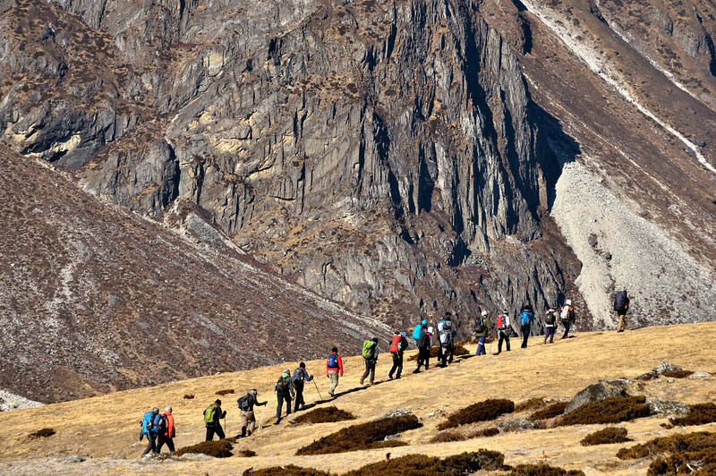 A trekking group on the trail between Dingboche and Dugla