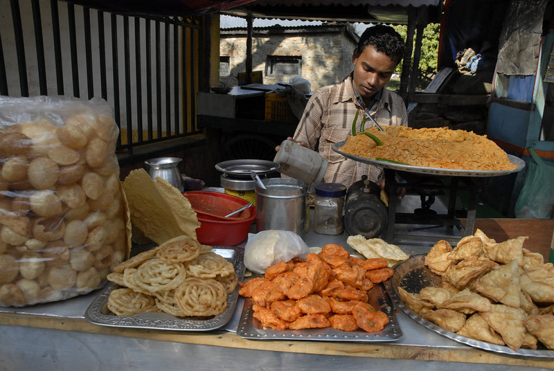 There are plenty of fried foods at the street vendors.