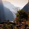 Охота здесь запрещена, поэтому  в долине можно наблюдать жизнь многочисленных горных копытных, мускусных оленей и даже снежного леопарда. Традиции тибетской медицины сохраняются в практиках лечения травами.
