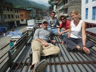 Od lewej Kevin, Florian, Eyal i Kersitin - reszta jeszcze sie nie przekonala do jazdy na dachu