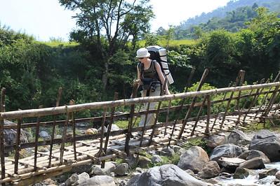 A tu bambusowy mostek, Ci co szli w sandalach przeszli obok :)