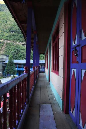 Nasz kolorowy hotel w Bahundanda