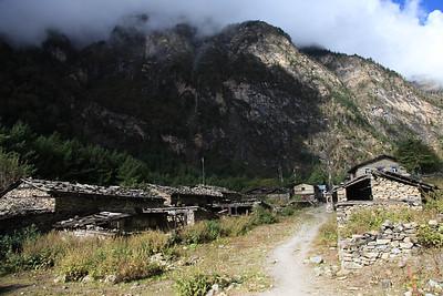 Tybetanska wioseczka (sprawiala wrazenie opuszczonej) mijana po drodze