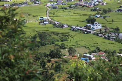 Widok na przedmieÅ›cia Pokhary - wdrapujemy sie do 'World Peace Pagoda'