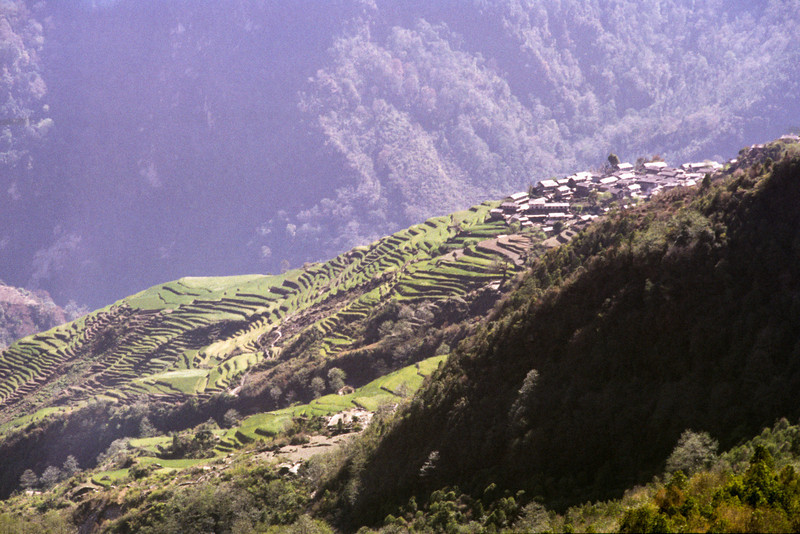 Ghandrung, 1951 m. Modi khola flows some 500 m below this village.