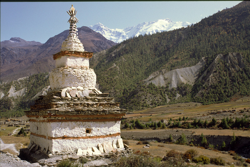 Passing a chorten en route to Manang.
