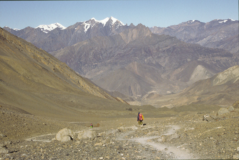 Leaving Manang valley for Kali Gandaki valley. After a decent of 1600 m we finally reached the sacred village Muktinath at 3800 m. With a back pack of 18 kg and this steep descent my legs and knees were jelly like.