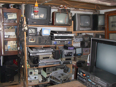 Diane's. electronics.