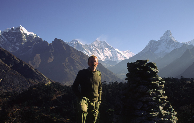 To the far right Ama Dablam, 6856 m, can be seen.