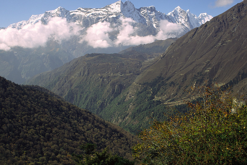 Again at nearly 4000 m we can hint the village Khumjung.