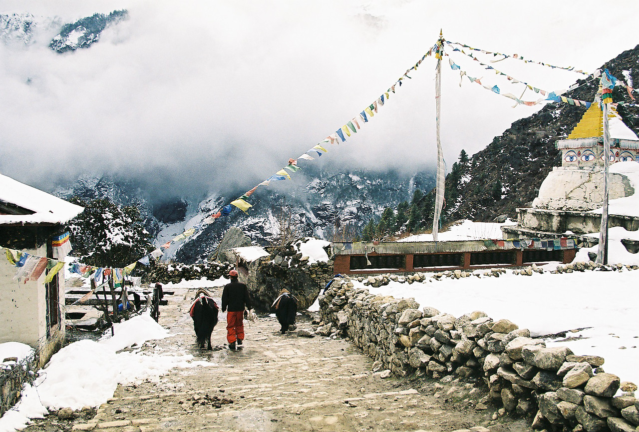 Stupa at the entrance to Namche Bazar
