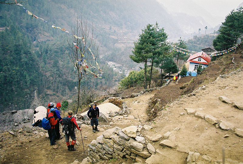 The trail between Lukla and Chapling