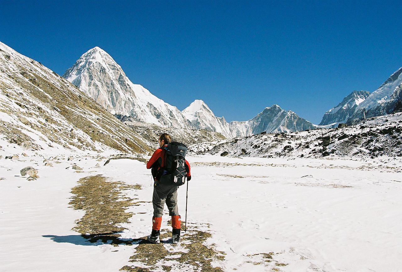 Pumo Ri (7165m), Lingtren (6749m) and Khumbutse (6665m) on the Tibetan border