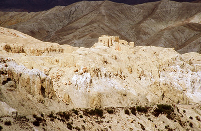 Corner wall above Mustang Khola