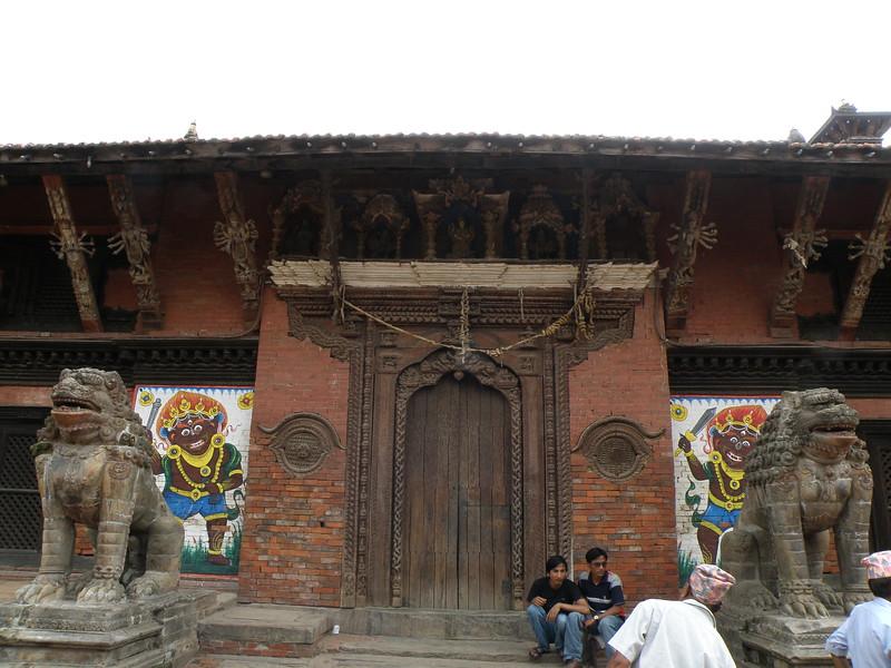 Degu Tella entrance guarded by lions