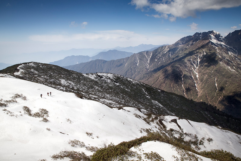 Trekkers on the way towardes Shipton La