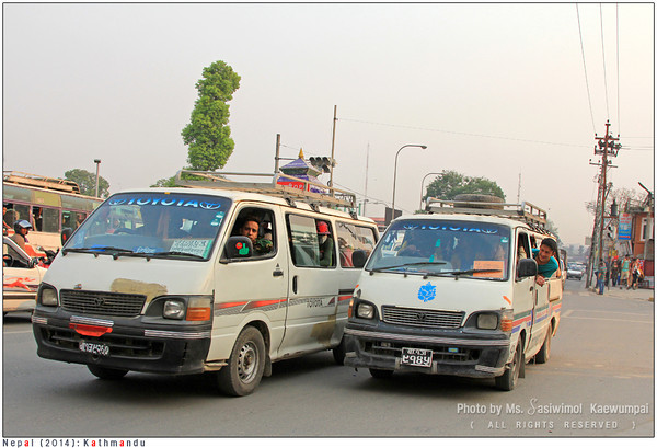 Isn't this amazing.. the van is FULL and there are some STANDING passengers. Such a cost-saving transportation mode.