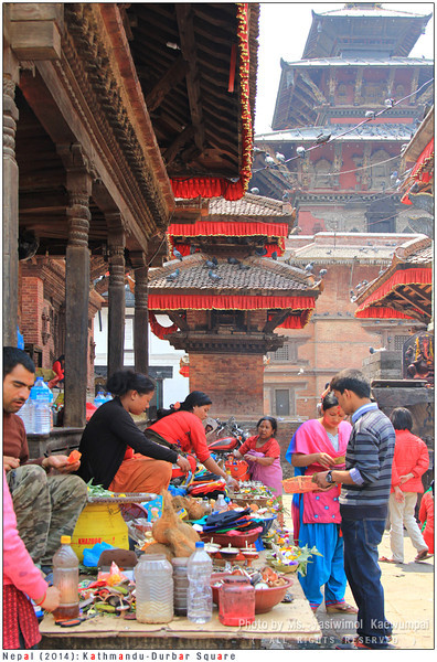 people buying sacrificial offerings