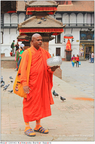 This Buddhist monk, I found him at many tourist spots. No clue how he teleports himself quickly. He stands quietly, holding a huge bowl with his left hand. Tourists donate a lot of money.