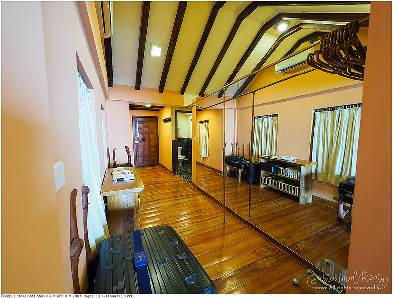 The entrance and our dressing area<br /> <br /> ทางเข้าห้อง ห้องน้ำ �ละโถง�ต่งตัว