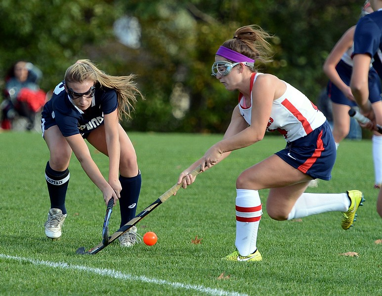 Mia Sexton (4) challenges Claire Jarema (13) for the ball.