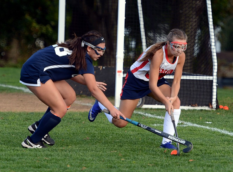 Payton Ritchie (30, right) is defended by  Olivia Musto (28).