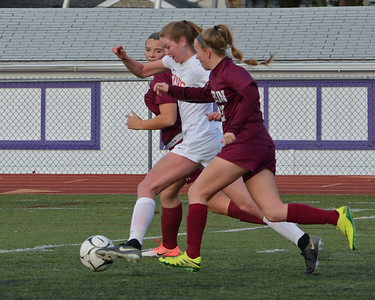 Brooke Mullin (17) breaks free for goal.