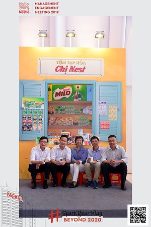 Nestle-Spark-Your-Way-instant-print-photo-booth-Chup-anh-in-hinh-lay-lien-WefieBox-Photobooth-Vietnam-Booth-02-102