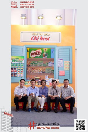 Nestle-Spark-Your-Way-instant-print-photo-booth-Chup-anh-in-hinh-lay-lien-WefieBox-Photobooth-Vietnam-Booth-02-103