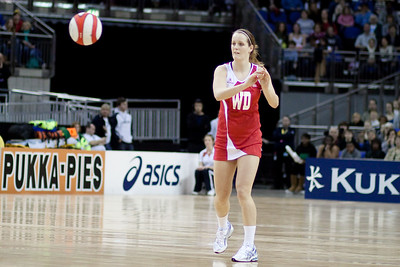 Sara Bayman of England Netball passes the ball during the 1st of 3 Test matches between England Netball and Jamaica's 'Sunshine Girls'. Played at the o2 Arena in London.