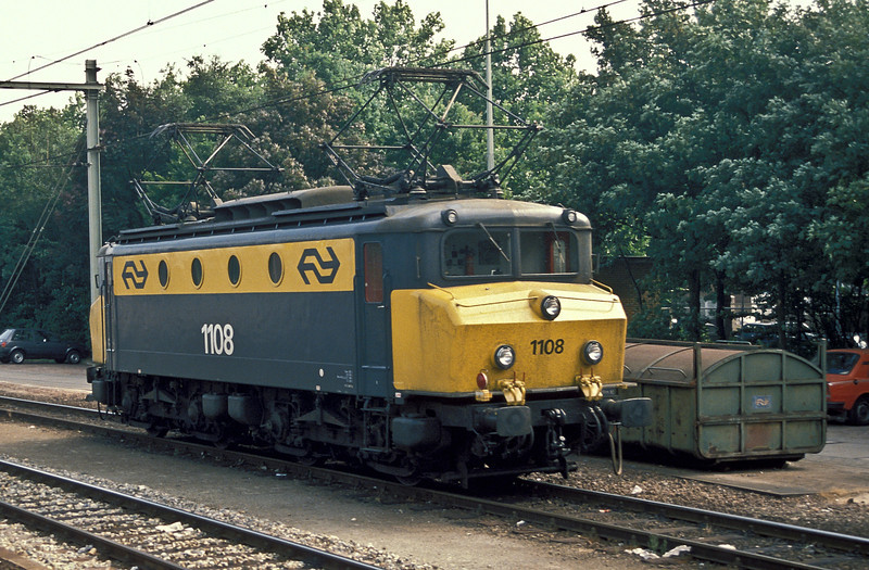 NS 1108 is at S'Hertogenbosch on 15 July 1989 waiting its next job