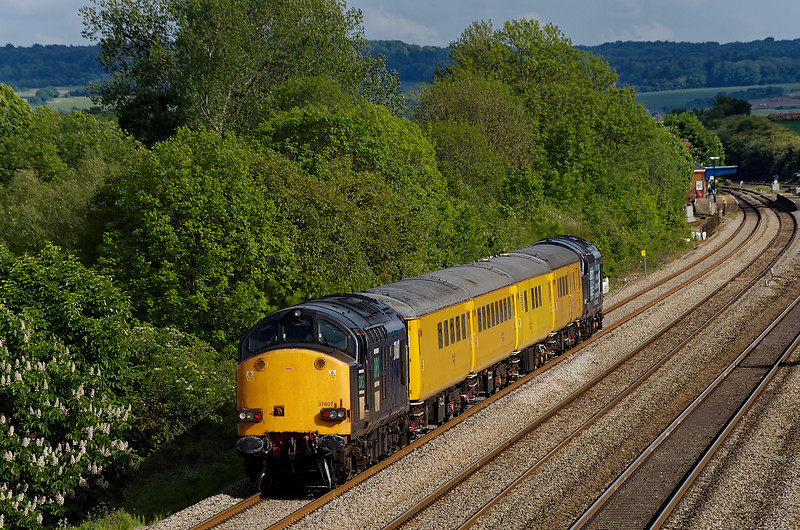 37607 top & tailed with 37601 on 1Q13, Old Oak Common - Old Oak Common via Oxford. <br /> 9th May 2011.