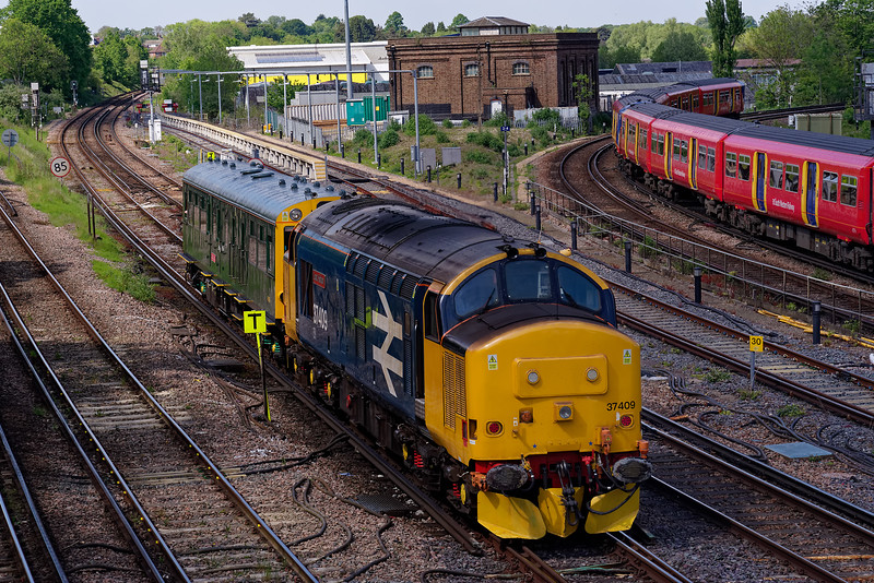 "37409 with Inspection Saloon ""Caroline"" working 2Z02, the 08:46 Exeter - Kensington Olympia.  Viewed from Yorkies Bridge in Guildford. 16th May 2019."