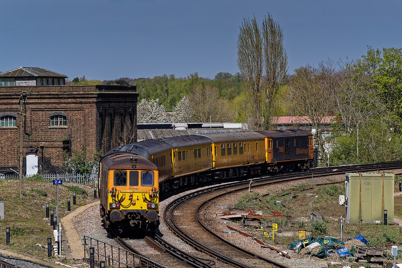 73965 and 73964 take the New Line at Guildford with 1Q69, <br /> the 12:22 South Croydon - Derby RTC (Network Rail), on 24th April 2021.