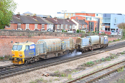 DR98927 arrives into Eastleigh  26/10/12