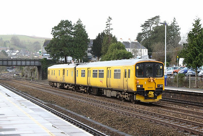 950001 heads north through Totnes on the: 2Q08 09:10 Truro to Riverside  16/12/12