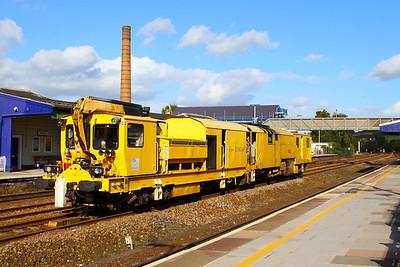DR80206 heads west through Totnes on the: 6U26 10:00 Kingsland Road to Tavistock Junction  16/10/12