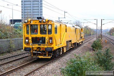 DR80201 heads north through Mill Hill Broadway  17/11/14