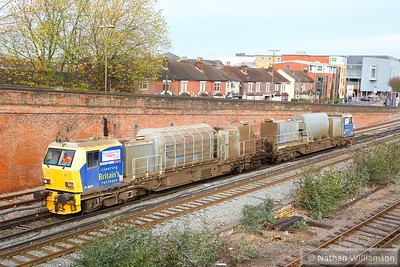 DR98927 heads north into Eastleigh Station  19/11/14
