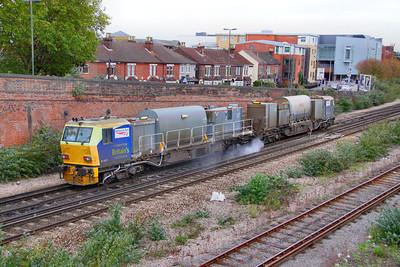 DR98977 arrives into Eastleigh on RHTT duties 21/10/11
