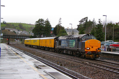 37423 heads north through Totnes on the: 3Z03 11:10 Plymouth to Riverside  14/12/11