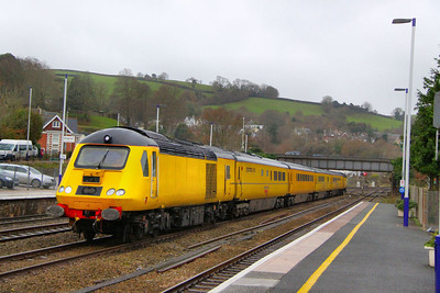 43013 heads north through Totnes forming the: 1Q19 10:01 Plymouth to Paddington 23/12/11