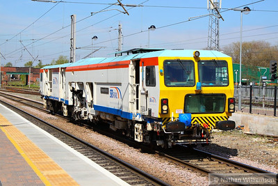 DR73904 heads south through Warrington Bank Quay on the: 6T42 10:51 Carlisle Wapping Sidings to Stafford  09/05/13
