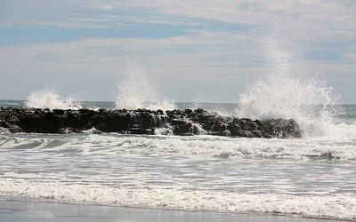 Gischt an der Piha Beach