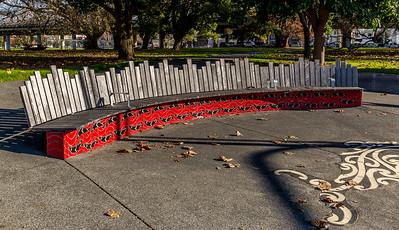 Maori-Kunst und Design in Auckland: das «Ngati Paoa Seating» beim «Victoria Park»