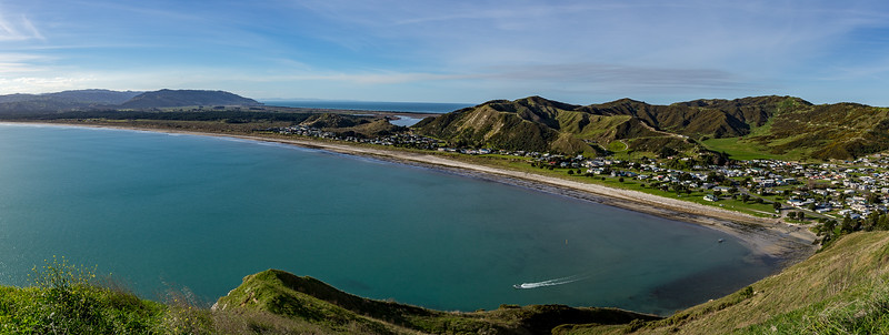 Blick vom «Mokotahi Lookout» in Richtung der Ortes «Mahia Beach»