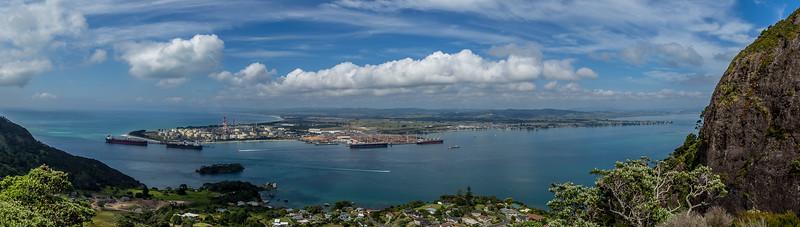 Blick auf die Whangarei Bay und die Marsden Raffinerie