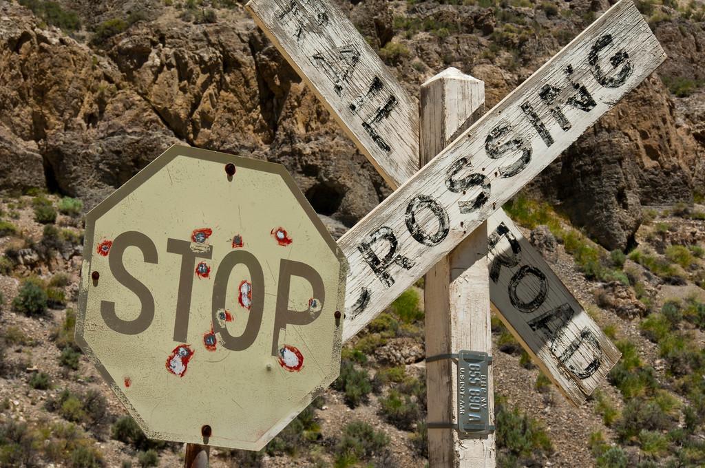 stop rail road crossing