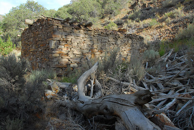 Hoyt Canyon, this really fancy cabin. Perfectly laid out stones, something you can hardly see in the wild west mining towns. The story says, the guy who built the cabin had really beautiful wife, so he built a nice house for her.