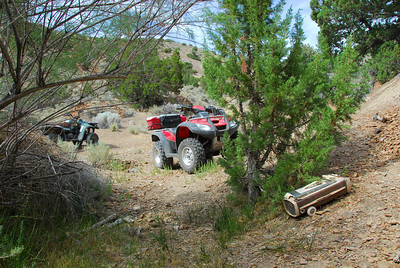Hoyt Canyon, green & red horse and lonely hover if you want to clean up adjoining underground
